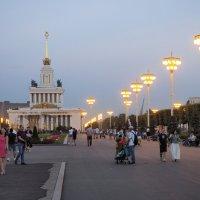 ВДНХ вечером :: Евгений Седов