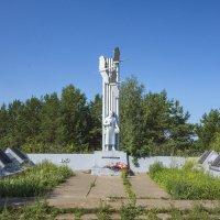 Памятник в с.Зуята :: Алексей Сметкин