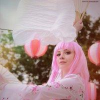 Девушка косплеер с розовыми волосами в аниме стиле :: Ксения OKDMUSE