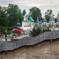У стены монастыря :: Владимир Засимов