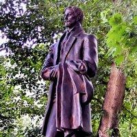 Памятник Ивану Бунину в Москве :: Сергей Беличев