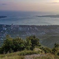 Вид на Геленджик на закате :: Павел Печковский
