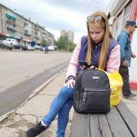 ожидая автобус :: Игорь Ушаков
