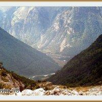 Вид на долину Уруха со спуска с перевала Авсанау, Дигория сентябрь 1998 года :: Валентин Соколов
