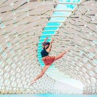 Балерина на Атырауском мосту (Астана) :: Александр (sanchosss) Филипенко