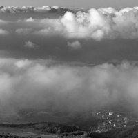 Под толщею облаков. :: Юрий Кущ