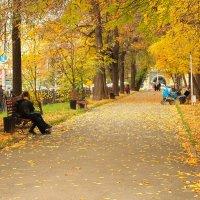 Осенний парк :: Григорий Азатян
