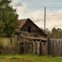 Старенький домик. :: юрий Амосов
