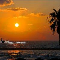 Вечером, Средиземное море :: Борис Херсонский