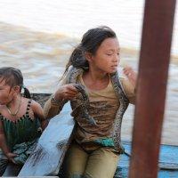 дети на реке :: Булат .