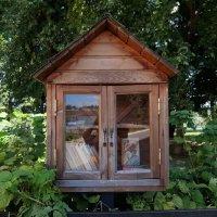 Вот такие мини-библиотеки можно увидеть в Тарусе. :: Люба