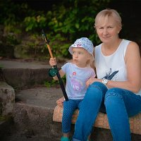 Бабушка и внучка на рыбалке :: Олег Каплун