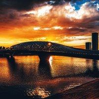 Закат летний на Атырауском мосту в Астане :: Александр (sanchosss) Филипенко