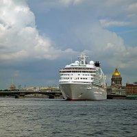 Санкт-Петербург. Разворот парома у Благовещенского моста :: Ольга И