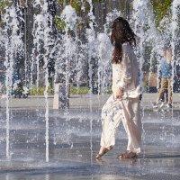 Гуляла дама по фонтану :: Valeriy(Валерий) Сергиенко