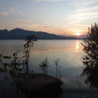 Зорька алая...Уходит Солнце за горы,приходит летняя ночь... :: Андрей Хлопонин