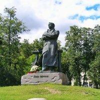 памятник Янке Купале :: Сергей Беличев