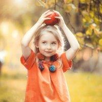 Полиночка и яблочки :: Фотохудожник Наталья Смирнова
