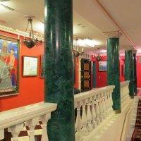 Лестница в галерее И.Глазунова :: Елен@Ёлочка К.Е.Т.