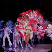 Танец на сцене :: Валерий