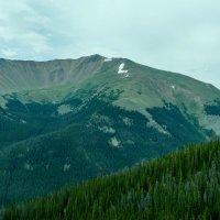 Высоко в горах у кратера виден снег, хотя уже конец августа. :: Юрий Поляков