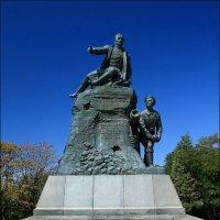 Памятник Корнилову на Малаховом кургане :: Анатолий Винник