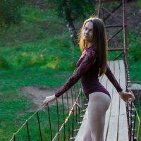 Маша на мостике :: Илья Браславец