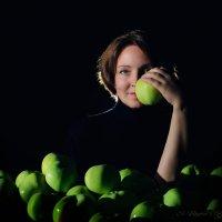 с яблоками :: Сергей Бойцов