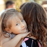 Когда мама рядом... :: Larisa Berezhnaya