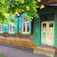 С зелеными ставнями  дом над рекой.. :: Гала