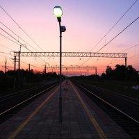 Вечером на станции :: Андрей Снегерёв