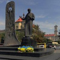 Памятник Шевченко :: Vyacheslav Gordeev