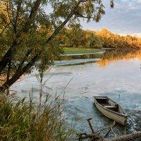 Рассвет на берегу реки :: Артур Неустроев