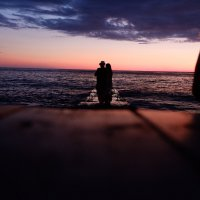 Двое и закат... :: Андрей Кобриков