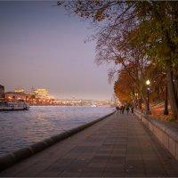Вечер на набережной... :: Сергей Кичигин