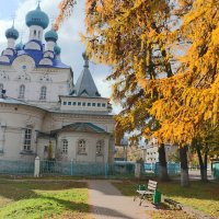 У храма... :: Александр Широнин