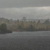 Осень -Волга.Ливни. :: юрий макаров
