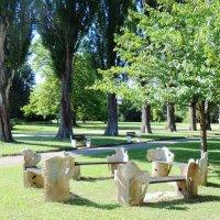 В  курортном парке вековые липы :: Гала