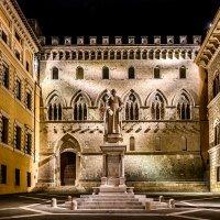 Piazza Montanini Siena :: Konstantin Rohn