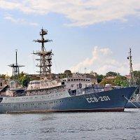 """Средний разведывательный корабль """"Приазовье"""" :: Nina Karyuk"""