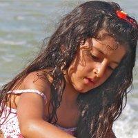 Девочка у моря :: НАТАЛЬЯ