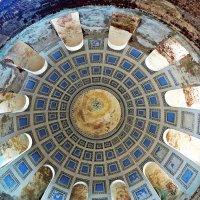 Село Переслегино (Загорье). Купол храма с естественной  подсветкой :: Евгений Кочуров