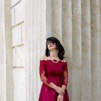 Девушка в красном :: Геннадий Б