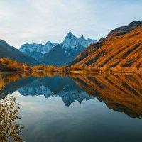 Осеннее озеро Туманлы-Кель :: Фёдор. Лашков