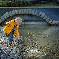 мальчик у ручья :: Елена Корж