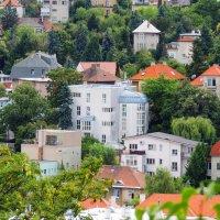 Город утопает в зелени листвы :: Гала