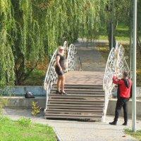 Бабье лето в парке :: Александр Скамо