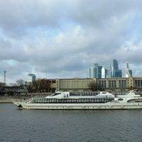 На Москва-реке в октябре :: Лидия Бусурина