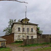Дом у реки :: Евгений Кочуров
