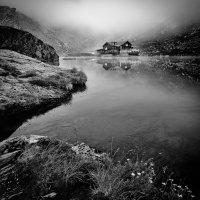 Домик в горах чб :: Evgeny Kornienko